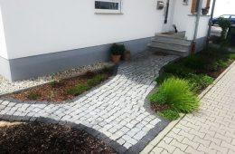 Eingangsbereich mit Granitbasalt